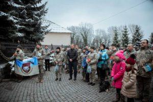 В Ужгороді вшанували бійців, які боронили Дебальцеве